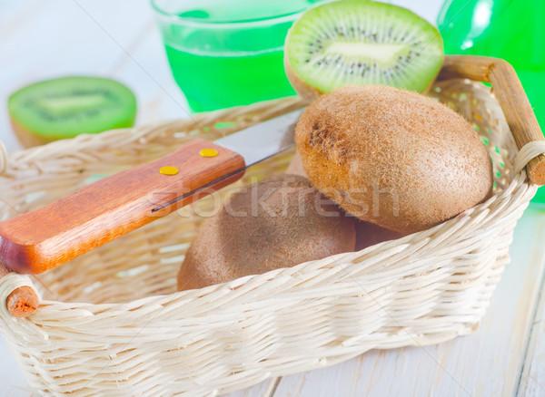 Kiwi alimentos vidrio fondo color blanco Foto stock © tycoon