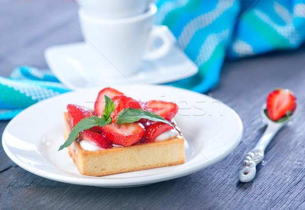 Torta epertorta eper fehér tányér virág Stock fotó © tycoon