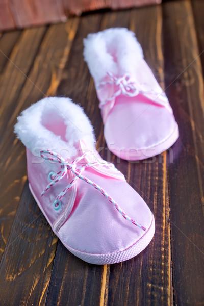 ベビーシューズ 木製のテーブル ピンク 靴 少女 少年 ストックフォト © tycoon