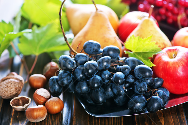 Сток-фото: осень · плодов · деревянный · стол · яблоки · винограда · природы