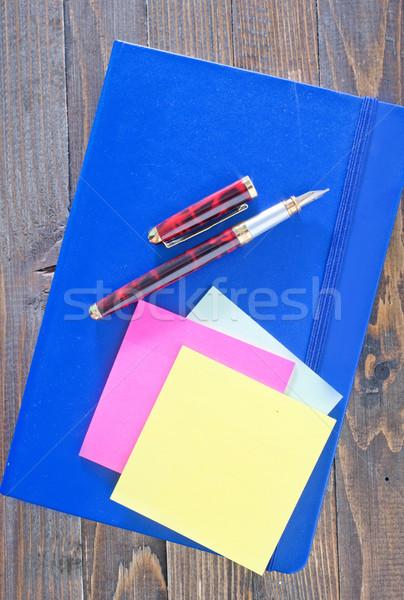 Foto stock: Notas · papel · fondo · espacio · escritorio · nota