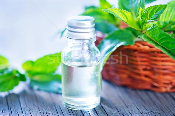 Menthe pétrolières bouteille table corps médecine Photo stock © tycoon