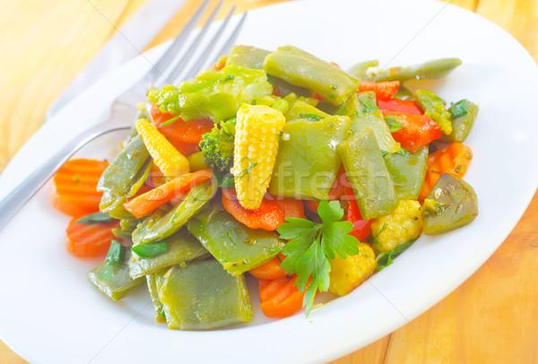 Zöldségek zöldség étel sárgarépa ruha eszik Stock fotó © tycoon