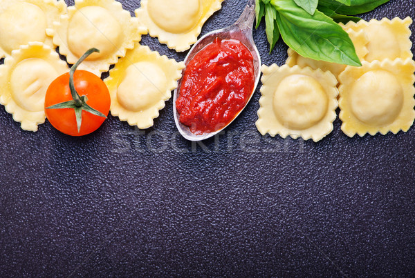Ravioli brut tomate pâtes fraîches basilic Photo stock © tycoon