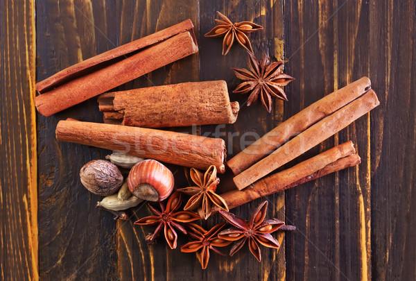 味 香料 香料 肉桂 八角 木桌 商業照片 © tycoon