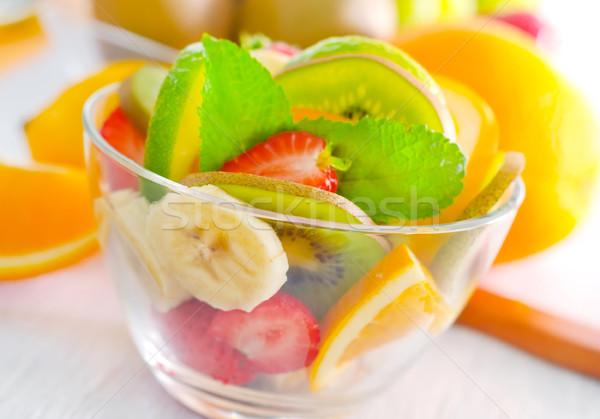 Gyümölcssaláta fa gyümölcs asztal eper reggeli Stock fotó © tycoon