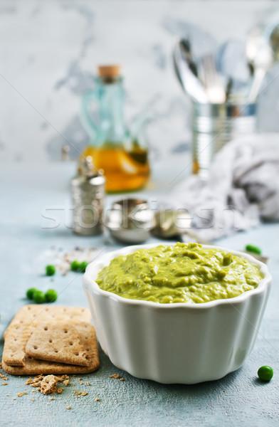 Yeşil bezelye zeytinyağı seramik çanak tablo Stok fotoğraf © tycoon