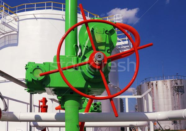 Yeşil valf benzin depolama tank büyük Stok fotoğraf © ultrapro