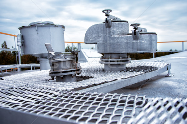 Segurança válvula armazenamento tanque grande aço Foto stock © ultrapro