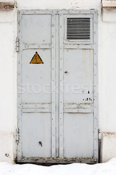 ストックフォト: 電気 · ハザード · シンボル · 鉄 · ドア · 古い