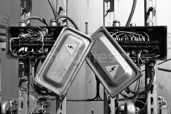 Starych zardzewiałe elektryczne transformator polu przewody Zdjęcia stock © ultrapro