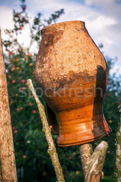 öreg hagyományos agyag kancsó kerítés akasztás Stock fotó © ultrapro