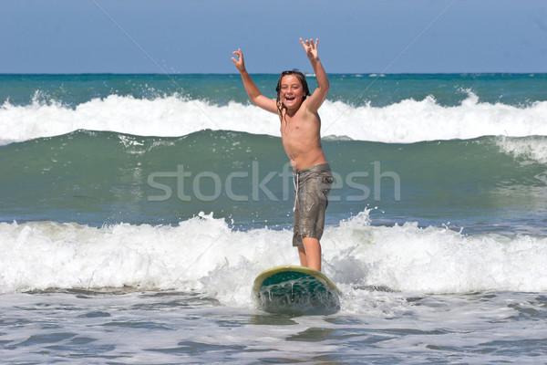 Nauki surfowania młodych mężczyzna plaży Zdjęcia stock © Undy