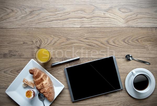 Iş kahvaltı dijital tablet ahşap uzay Stok fotoğraf © unikpix