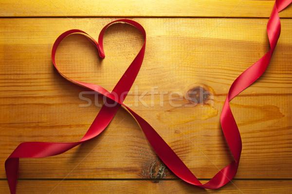 ストックフォト: リボン · 中心 · 心臓の形態 · 結婚式 · 愛 · 木材