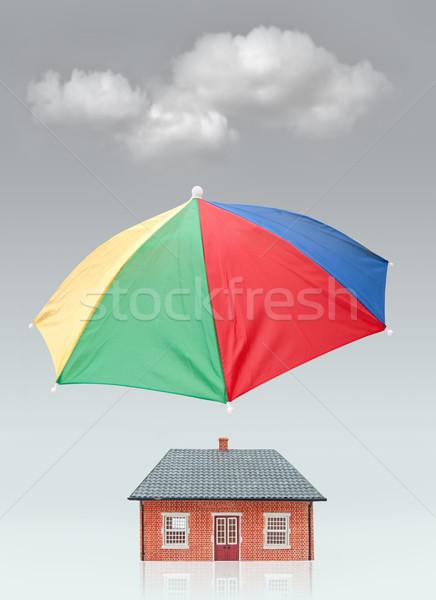 Maison assurance parapluie maison nuage Photo stock © unikpix