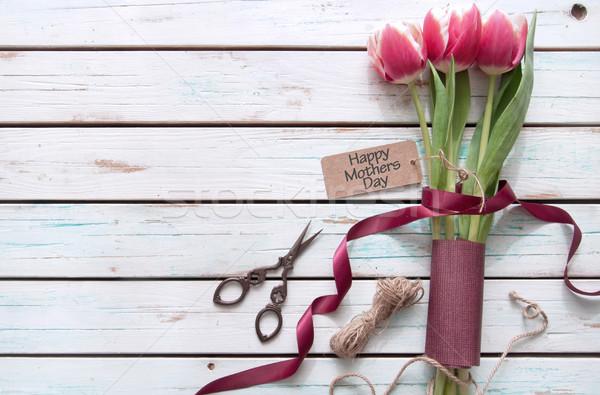 Matki dzień dar kwiaty tulipany Zdjęcia stock © unikpix