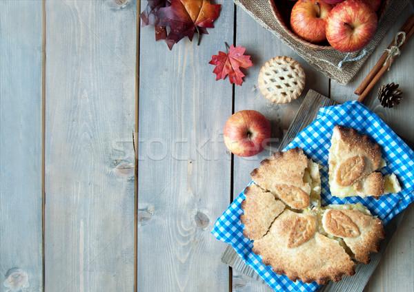 Almás pite gyümölcs hozzávalók őszi levelek fa asztal alma Stock fotó © unikpix