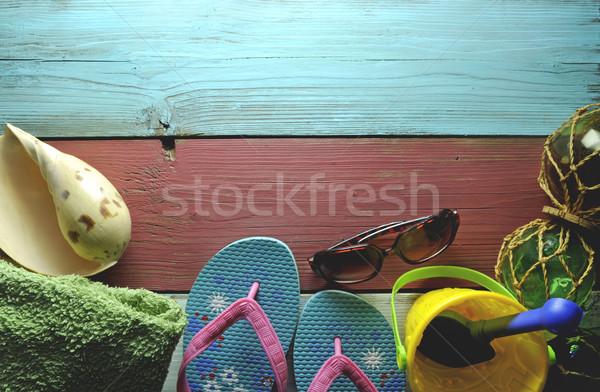 Nyári vakáció tengerparti kunyhó vakáció törölköző napszemüveg tenger Stock fotó © unikpix