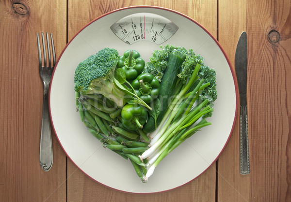 Zöld egészséges étrend tányér mérleg szív alak monitor Stock fotó © unikpix