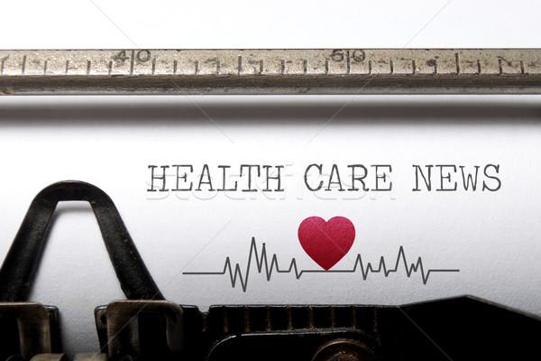 Stockfoto: Gezondheidszorg · nieuws · afgedrukt · oude · schrijfmachine · hartslag
