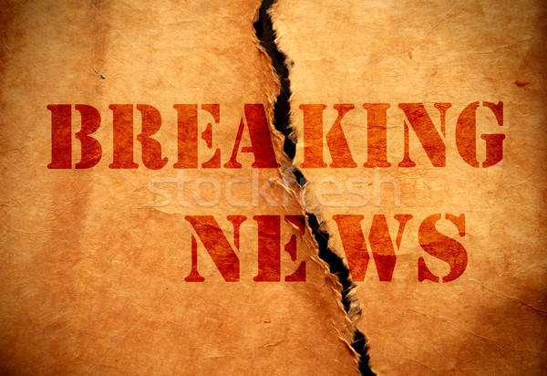 Rendkívüli hírek nyomtatott szakadt darab papír kommunikáció Stock fotó © unikpix