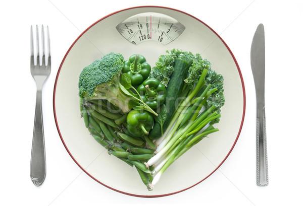 Egészséges étrend mérleg tányér zöld zöldségek fehér Stock fotó © unikpix