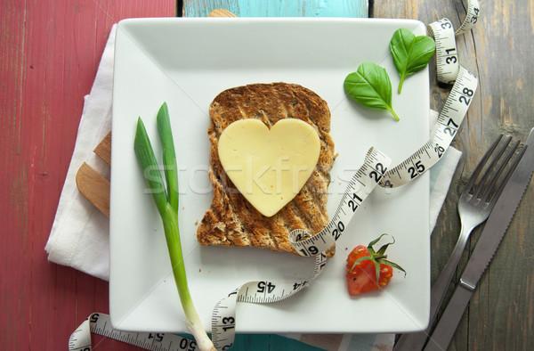 Saudável torrado sanduíche forma de coração fatia queijo Foto stock © unikpix