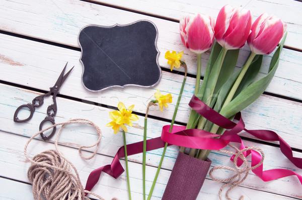 Bahar çiçekleri bahar lale küçük tahta imzalamak Stok fotoğraf © unikpix