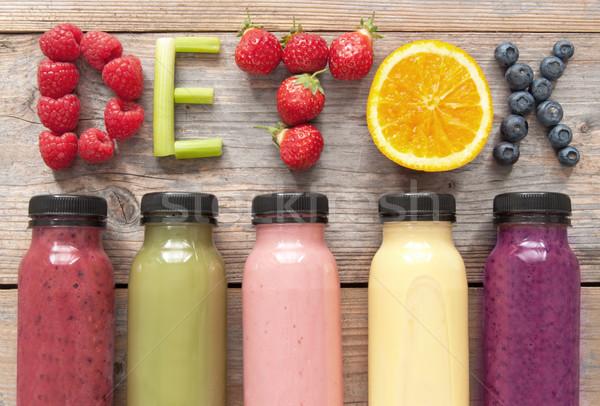 Foto stock: Garrafas · frutas · legumes · verde