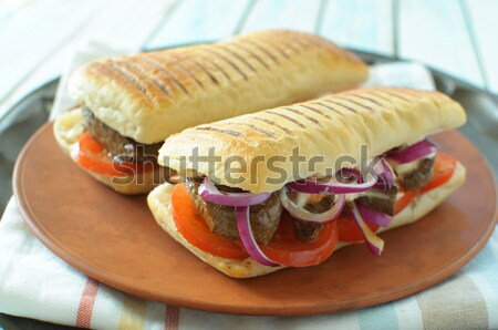 Biefstuk sandwich tomaten koolsla brood vlees Stockfoto © unikpix