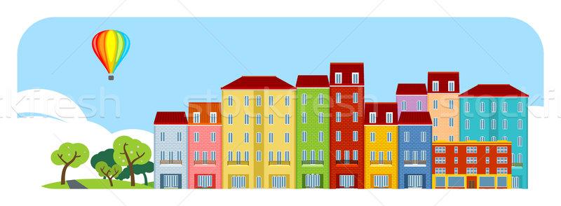 Photo stock: Petite · ville · rue · maison · porte · fenêtre · bâtiments