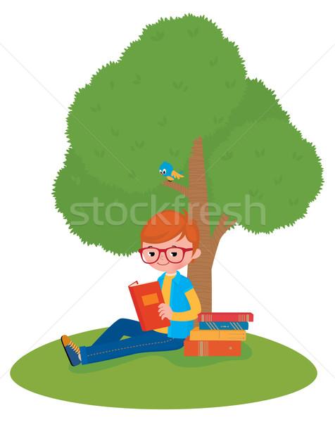 Chłopca czytania książki posiedzenia drzewo czas Zdjęcia stock © UrchenkoJulia