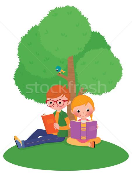 Dzieci odkryty czytania książki czas chłopca Zdjęcia stock © UrchenkoJulia