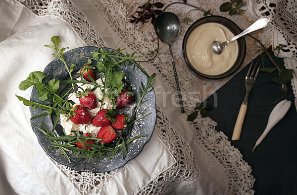 Siyah plaka çilek eski beyaz dantel Stok fotoğraf © user_11056481