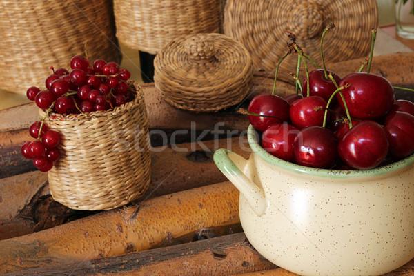édes cseresznye piros ribiszke kerámia tál Stock fotó © user_11056481