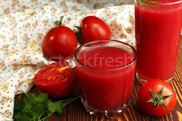 Kettő szemüveg paradicsomlé friss paradicsomok fa asztal Stock fotó © user_11056481