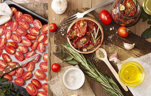 Preparazione essiccati pomodori greggio vecchio tavolo in legno Foto d'archivio © user_11056481