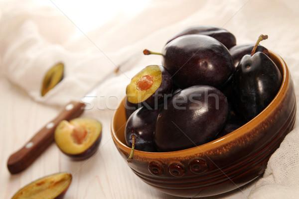 Organisch pruimen keramische kom tabel voedsel Stockfoto © user_11056481