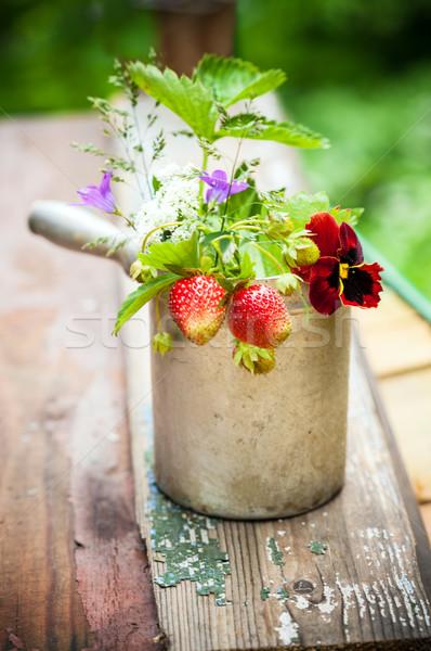 Bouquet fragole rustico Cup legno alimentare Foto d'archivio © user_11224430