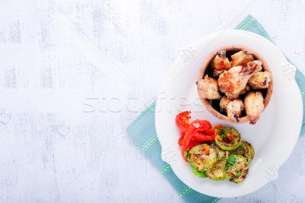 жареная курица крыльями цуккини перец пластина продовольствие Сток-фото © user_11224430