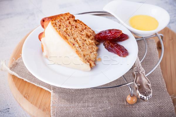 Szelet randevú torta datolya fehér tányér Stock fotó © user_11224430