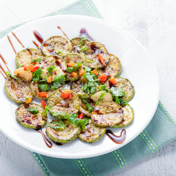 Salade courgette witte tabel diner Stockfoto © user_11224430
