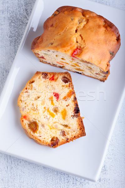 Eigengemaakt fruitcake rozijnen witte plaat cake Stockfoto © user_11224430