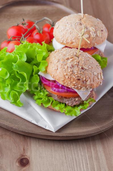 Sajtburger saláta hagyma paradicsom friss kenyér Stock fotó © user_11224430