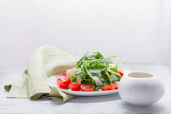 Salade tomaten witte plaat kaas Stockfoto © user_11224430
