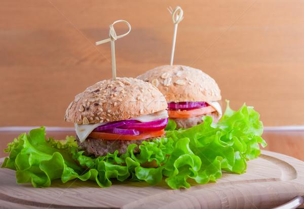 Cheeseburger pomodoro cipolla verde insalata alimentare Foto d'archivio © user_11224430