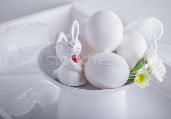 Foto d'archivio: Uova · coniglio · fiori · bianco · superficie · Pasqua