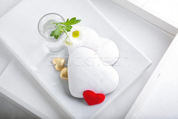 Coloré Valentin cookies servi blanche plaque Photo stock © user_11224430