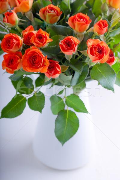 Buket kırmızı gül beyaz çiçek yaprak yeşil Stok fotoğraf © user_11224430